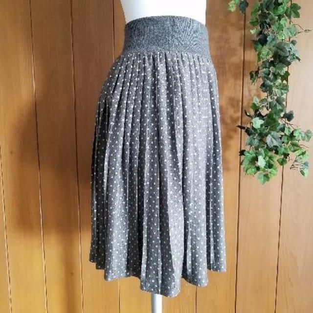 【美品】プリーツスカート☆やわらかカットソー素材☆ドット柄☆グレー < 女性ファッションの